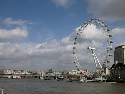 England, London, Millennium Wheel by river Fine Art Print by Assaf Frank