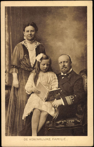 Ak De Koninklijke Familie, Wilhelmina, Hendrik, Juliana, Niederlande (b/w photo) Fine Art Print by German Photographer