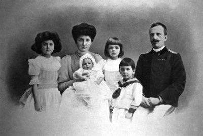 King Victor Emmanuel III and Queen Elena of Italy with their children Yolanda, Giovanna, Mafalda and Umberto, 1908 Fine Art Print by Anonymous
