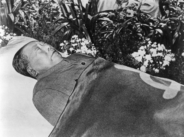 "an analysis of the death of mao zedong in 1976 From 1949 until his death in 1976, mao zedong transformed a country country analysis revolution and the death of mao zedong(""post-mao."