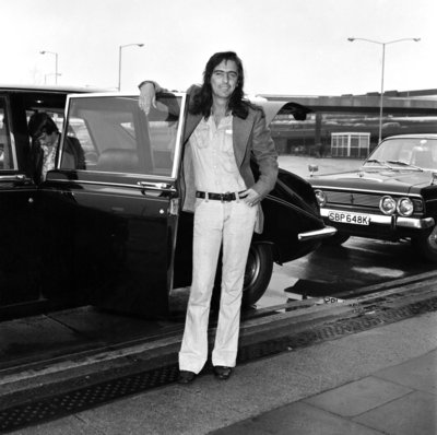 Alice Cooper arrives in London 1974 Wall Art & Canvas Prints by Staff