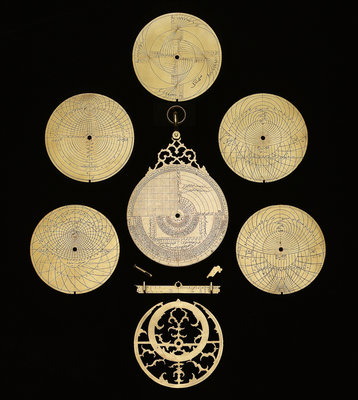 Astrolabe: dismounted reverse by Muhammad Muqim ibn Mulla 'Isa - print