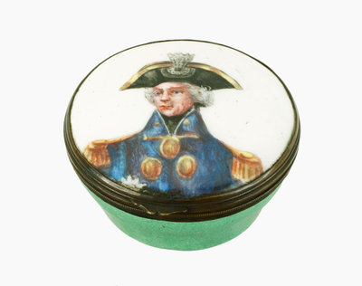 Round patch box commemorating Vice-Admiral Horatio Nelson (1758-1805) by Samson - print