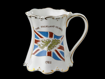 Shaped mug with gilt scrolling rims commemorating the Falklands War, 1982 by St George Fine Bone China, England - print