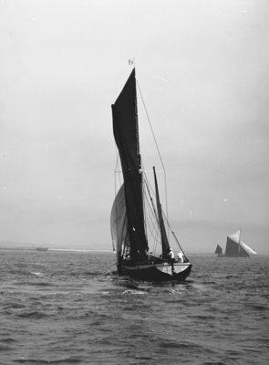 'Gloria' (Br, 1898) under sail by unknown - print