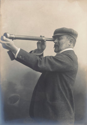 Cust demonstrating his Patent Rangefinder, circa 1904 by unknown - print