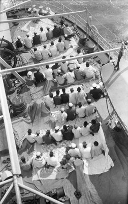 'Bengalen', Prayers on deck by unknown - print