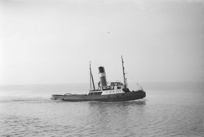 A photograph of 'Brockenhurst' (1913) - under way off Swansea, bound in by unknown - print