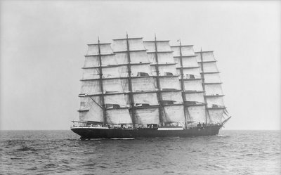 Photograph of 'Preussen' (1902) under sail by Alan Villiers - print