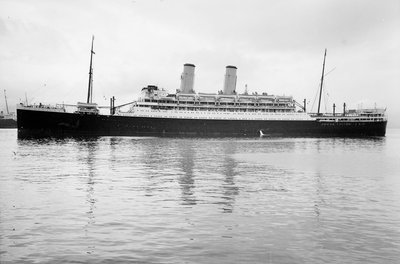 Photograph of 'Oronsay' (1925) at quayside, Tilbury on 24th January 1925 by unknown - print