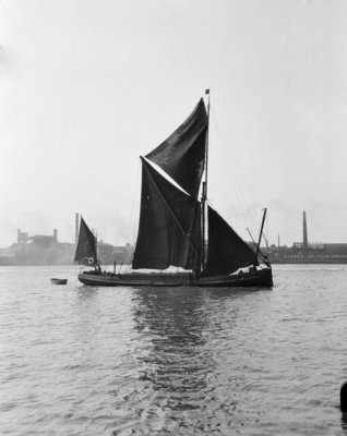 'Pimlico' (Br, 1914) spritsail barge, under sail off Greenwich by unknown - print