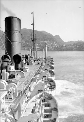 'Viceroy of India' approaching Bergen, Norway by Marine Photo Service - print