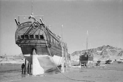 The stern of a baggala by Alan Villiers - print