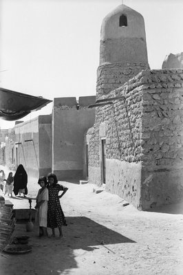 Mosque and street scene, Kuwait by Alan Villiers - print